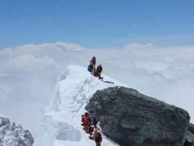 珠穆朗玛峰上看地球 看完珠穆朗玛峰顶峰画面后